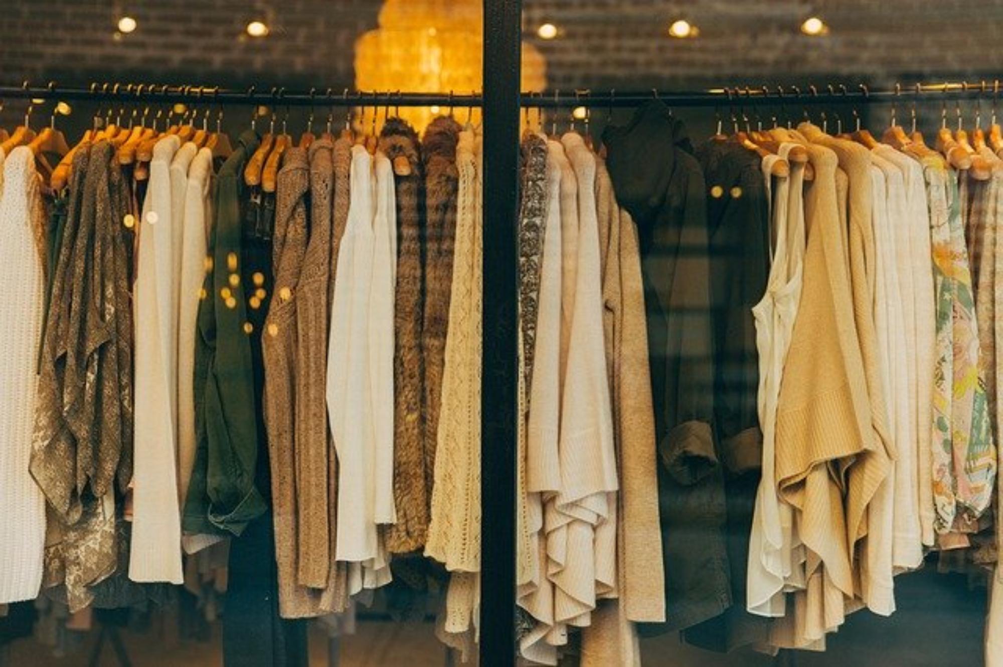 Sukienki weselne dla matki chrzestnej
