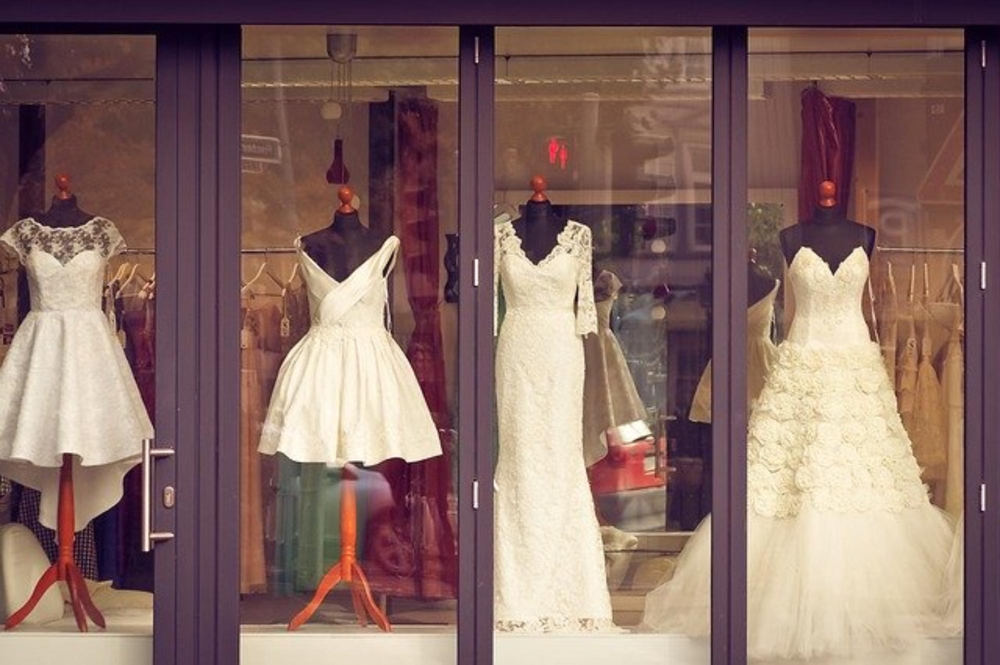 wizyta w salonie sukien ślubnych